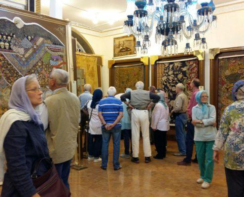 اولین گروه بازدیدکننده در سال جدید پس از بازسازی موزه