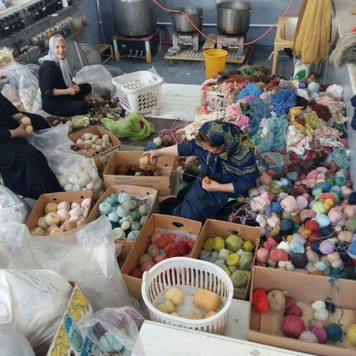 گزارش انبارگردانی انبار نخ ها در بنیاد فرش رسام عربزاده