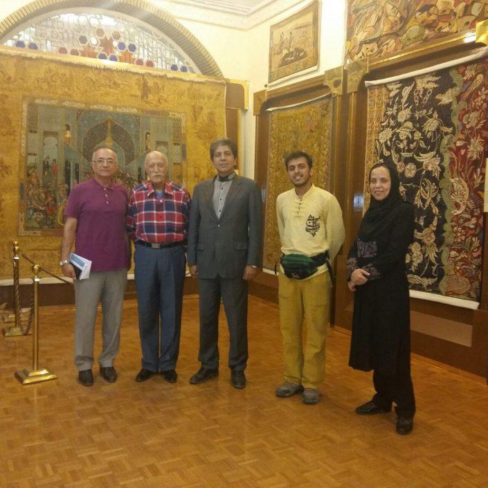 دانیال رمیزیی جهانگرد پیاده بندرعباسی درموزه فرش رسام عربزاده
